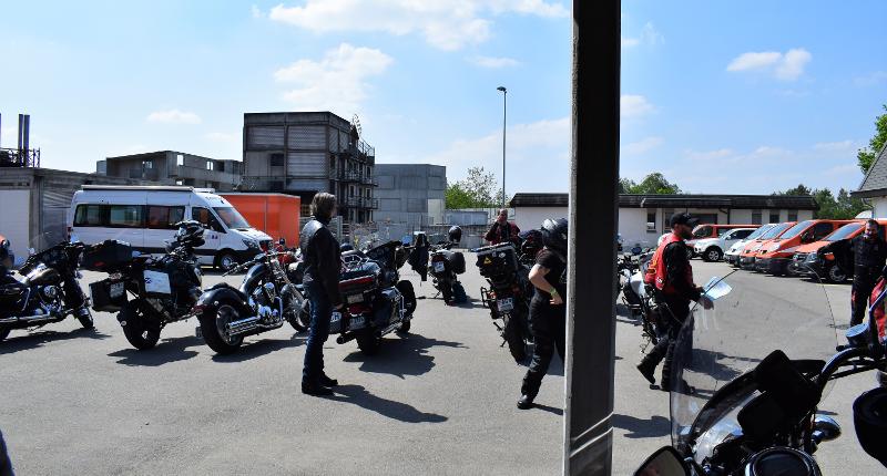 Fotografie Red Knights Germany 1 Visit CH 1 Vorbereitung Ausfahrt diverse Motorräder