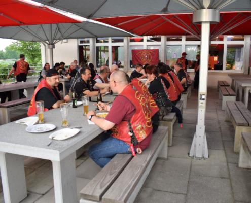 Fotografie Red Knights Germany 1 Visit CH 1 beim gemeinsamen Grillen Ansicht Anke Jogi Heizer Paul