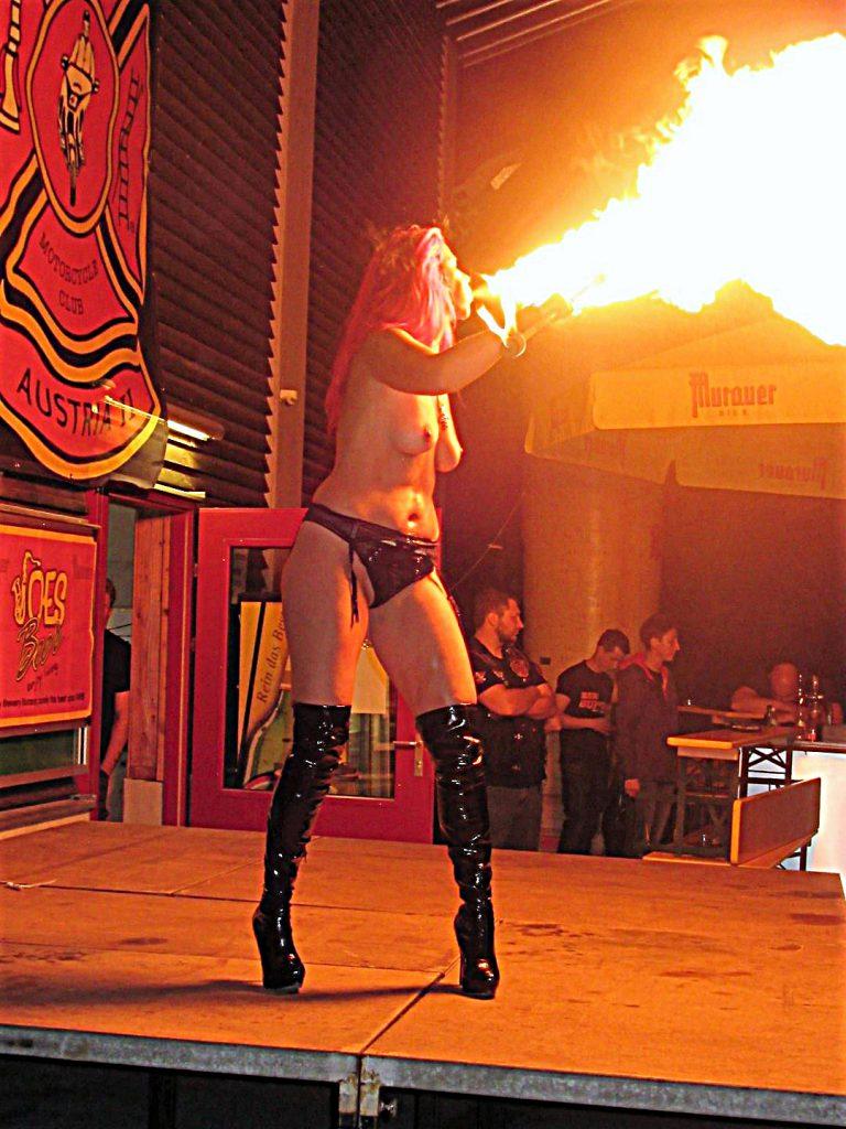 """""""Die mit der Flamme tanzt"""""""