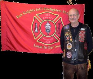 Vize President Joke vor Red Knights Flagge