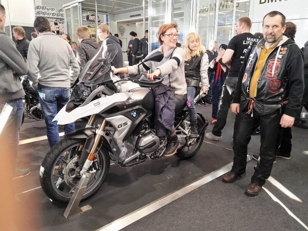 Sabrina und Dörthe auf BMW GS 02 mit Jogi