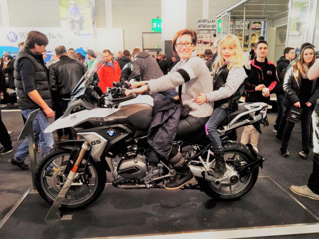 Sabrina und Dörthe auf BMW GS