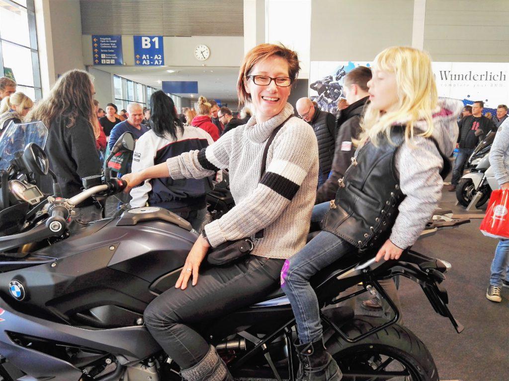 Sabrina und Dörthe auf BMW GS 11