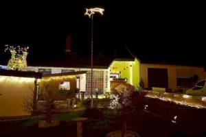 charity work 2018 adventstreffen beleuchteter vorgarten mit fliegendem weihnachtsstern